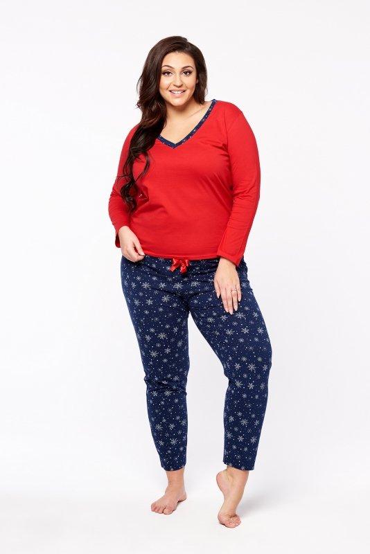 piżama z wzorzystymi spodniami i bluzką z długim rękawem