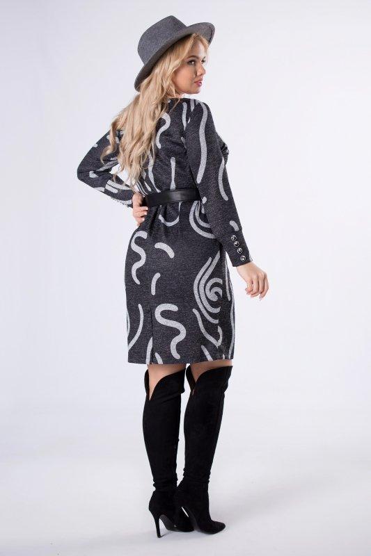 wzorzysta sukienka z paskiem