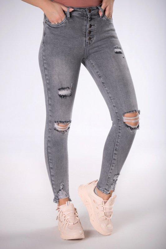 jeansy z wysokim stanem i przetarciami