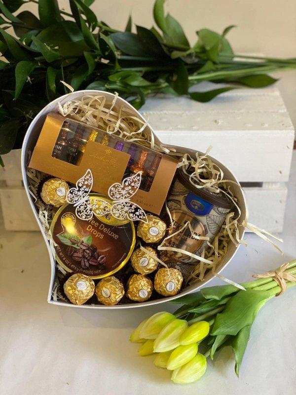 Zestaw słodyczy box upominkowy Ferrero z czekoladą