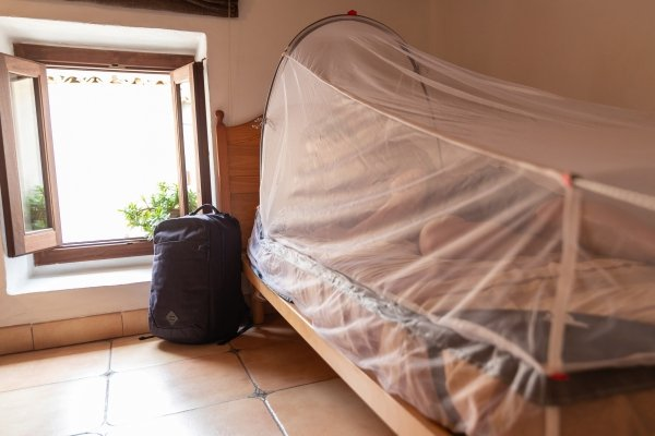 MOSKITIERA Z RAMĄ LFESYSTEMS FREESTANDING DOUBLE BED MOSQUITO NET