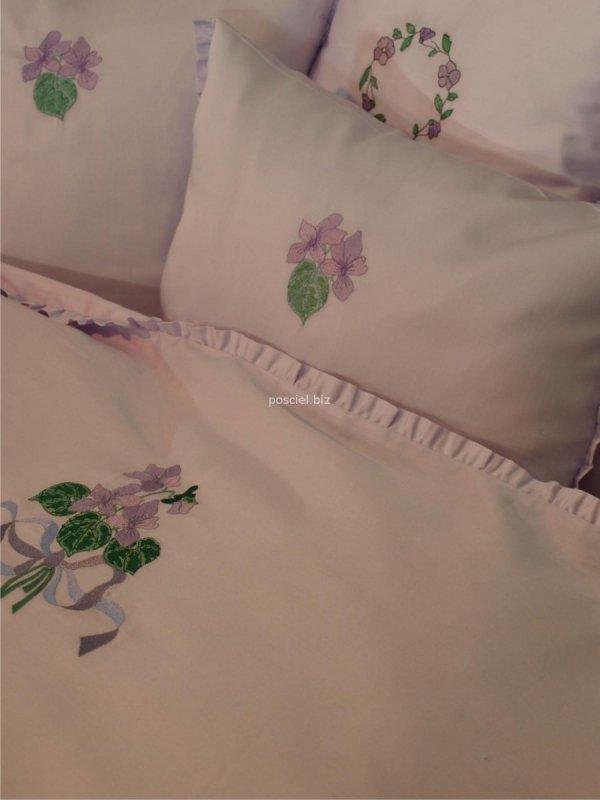Elegancka pościel z włoskiej satyny lawenda z haftem fiołka 220x200