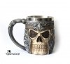 dekoracyjny gotycki kufel z czaszką - czaszka wojownika w hełmie