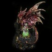 Czerwony Smok na zamku - figurka z lampką LED