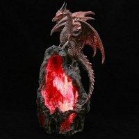 Smocza Jaskinia czerwona - figurka z lampką LED i podstawką na kadzidła stożkowe