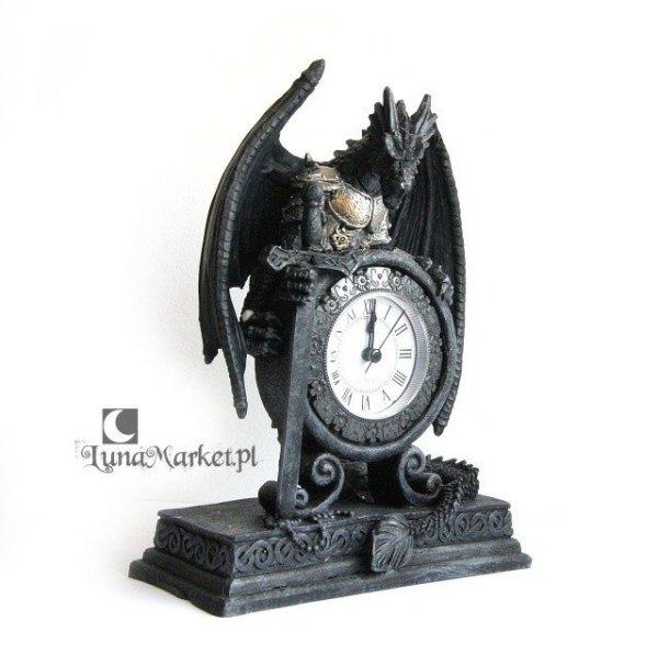 gadżety i prezenty ze smokami - zegar w kształcie Smoka trzymającego tarczę i miecz