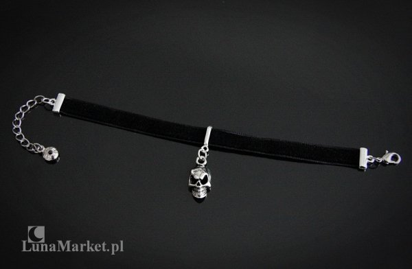bransoletka choker czarna aksamitka z małą czaszką - biżuteria gotycka