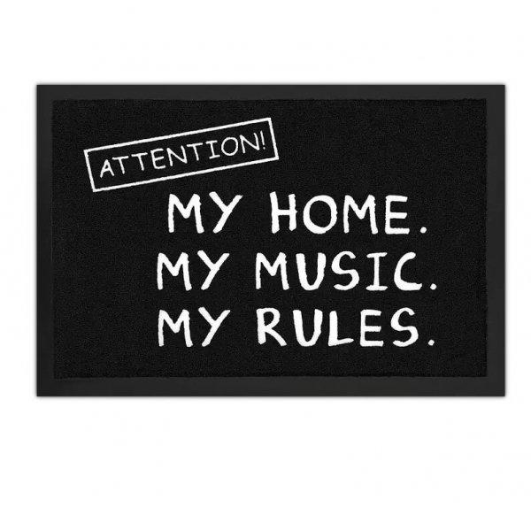 """czarna wycieraczka do butów z napisem: """"Uwaga! Mój dom. Moja muzyka. Moje zasady."""""""