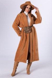 futerkowy płaszcz o dłużyszm kroju