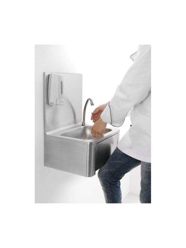 Umywalka kuchenna bezdotykowa uruchamiana kolanem