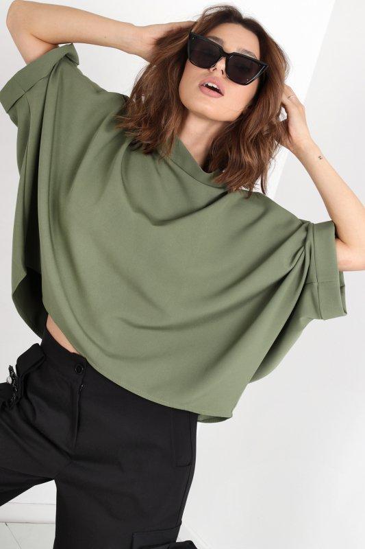 bluzka o nietoperzowym kroju