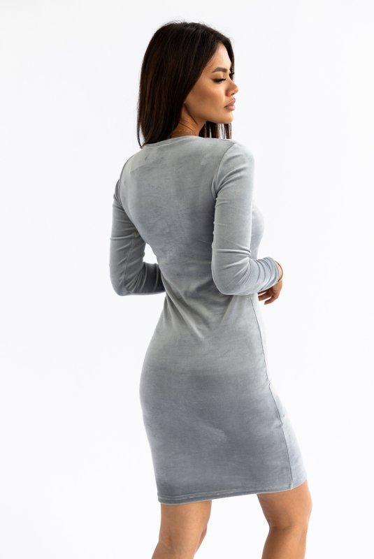 welurowa sukienka o dopasowanym kroju