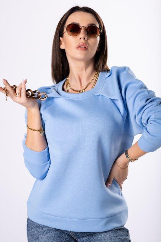 bluza z łańcuchem przy dekolcie