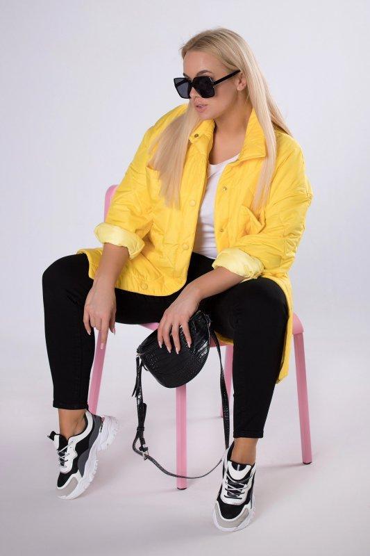 pikowana kurtka o prostym kroju