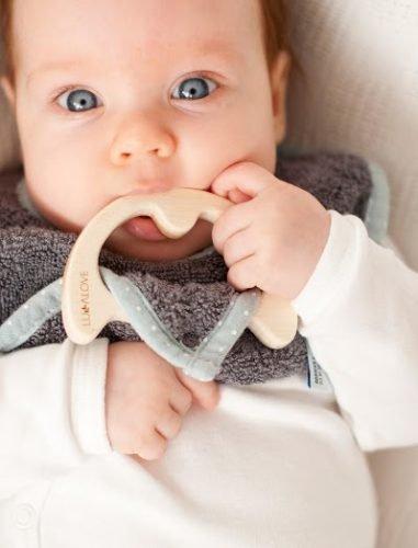 LullaLove, supeRRO Baby ECO, Śliniak z drewnianym gryzakiem, SZARY