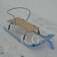 Schlitten aus Metall mit Rückenlehne ohne Schiebestange in himmelblau