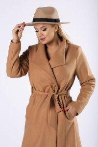 szlafrokowy płaszcz z wiązaniem w pasie