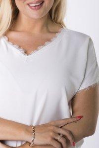 bluzka z koronkową lamówką