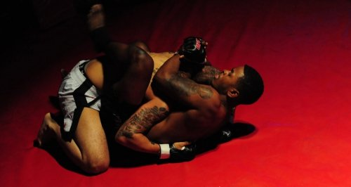 Jak dobrać rękawice do MMA?