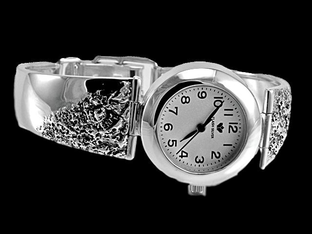 Zegarek srebrny z nasypem, zdobiony