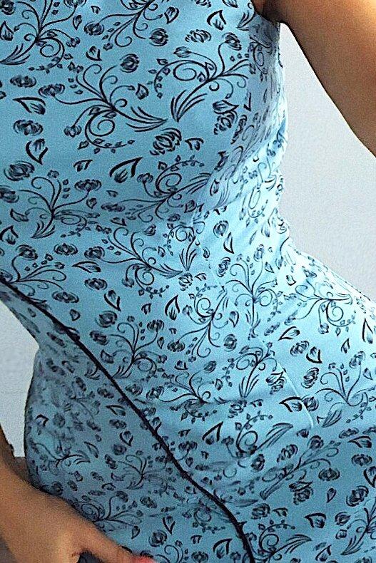 MM 004-7 Sukienka z lamówką - BŁĘTKIT + drobne kwiaty