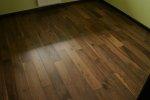 Deska podłogowa warstwowa -  Orzech kl.A 15x160x400-1800mm fazowana,szczotkowana, lakierowana