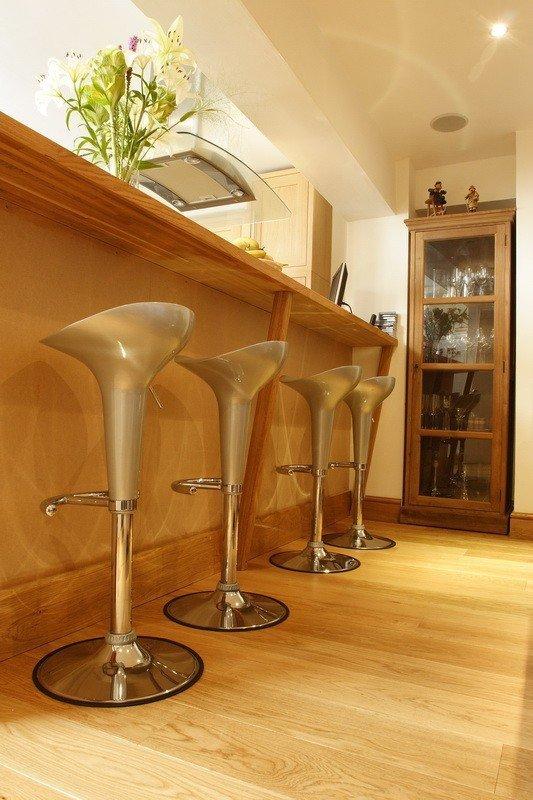 Deska podłogowa warstwowa - Dąb Honey Natur Classic 14x120x1000-1400mm fazowana,szczotkowana, lakierowana/olejowana.
