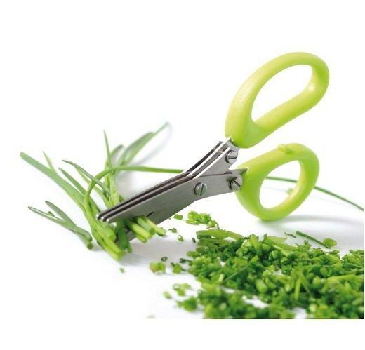 nożyczki do ziół zielone w akcji