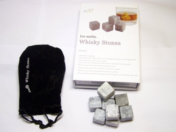 Kamienne kostki do drinków i whisky