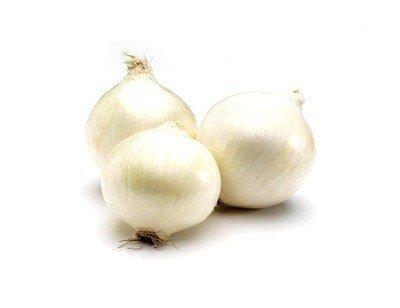 Biała cebula, smaczna do sałatek