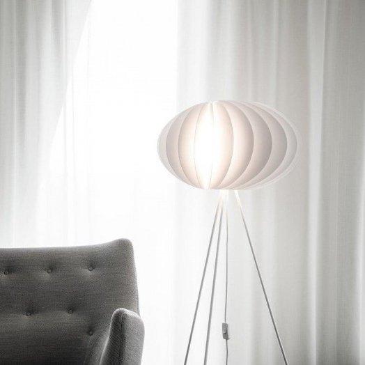 Piękne lampy stojące Vita Copenhagen z podstawą Tripod