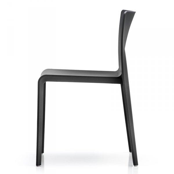 Krzesła z tworzywa do wnętrz i ogrodów Pedrali Volt 670