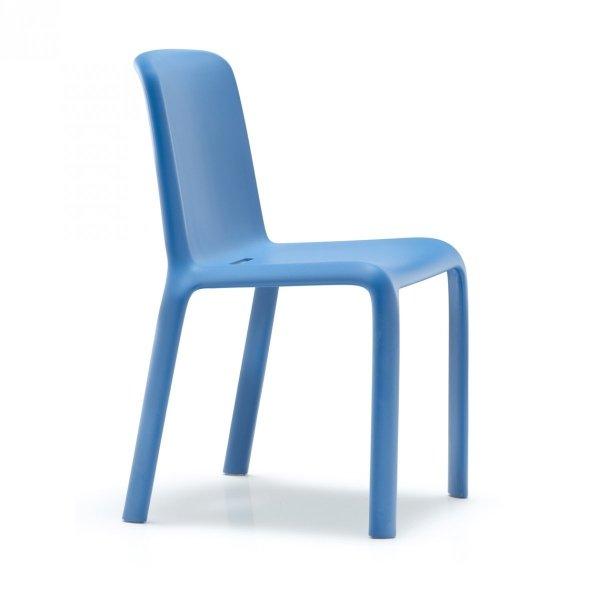 Krzesła do barów, restauracji, hoteli Pedrali Snow 300 w kolorze niebieskim