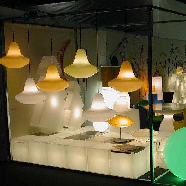 piękna, nowoczesna lampa wisząca o ekstremalnie prostej, eleganckiej formie, dzięki której pasuje do każdego wnętrza