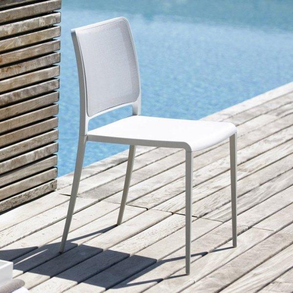 Proste, lekkie i wytrzymałe krzesło Mya 701 Pedrali
