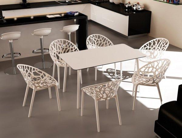 Stół Maya 140 Siesta oraz krzesła Crystal
