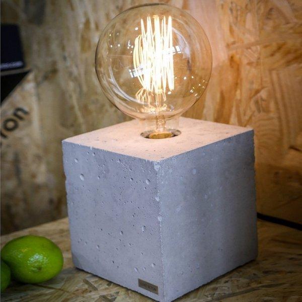 Stylowa lampka betonowa Edison Cube