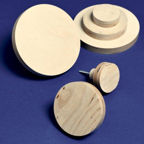 Minimalistyczne wieszaki ze sklejki dostępne są w 3 rozmiarach