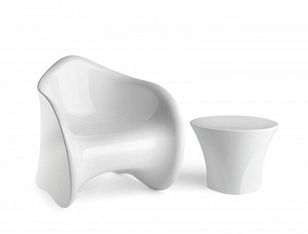 śliczny stolik Enta oraz fotel Goen firmy Plust do domu i na taras