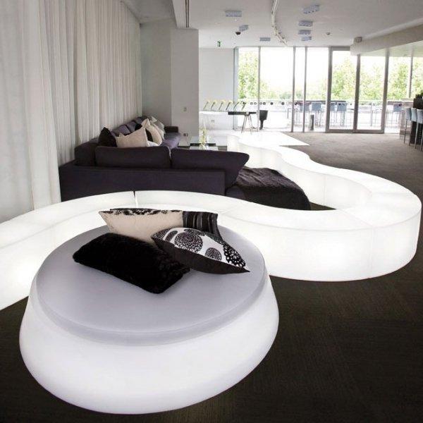 Doskonale sprawdzają się w przestrzeniach komercyjnych, wnętrzach hotelowych oraz domach i ogrodach.