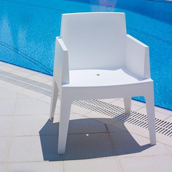 Odporny na zarysowania, warunki atmosferyczne oraz promieniowanie UV. Dostępny w wielu odcieniach kolorystycznych.