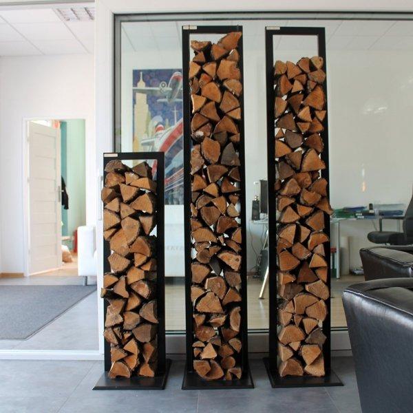 Designerski stojak na drewno do nowoczesnych wnętrz
