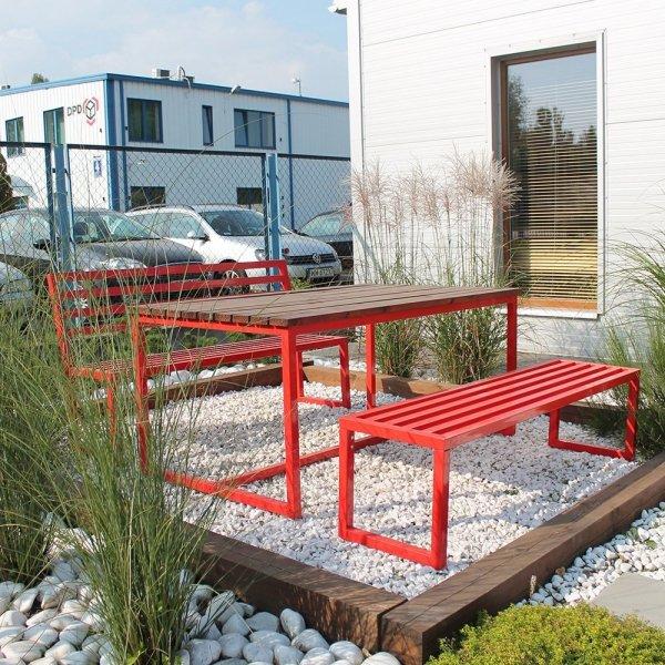 Kolorowe, metalowe meble ogrodowe