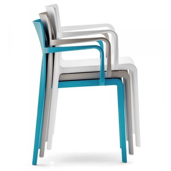 Krzesła z tworzywa Pedrali Volt 675 można sztaplować