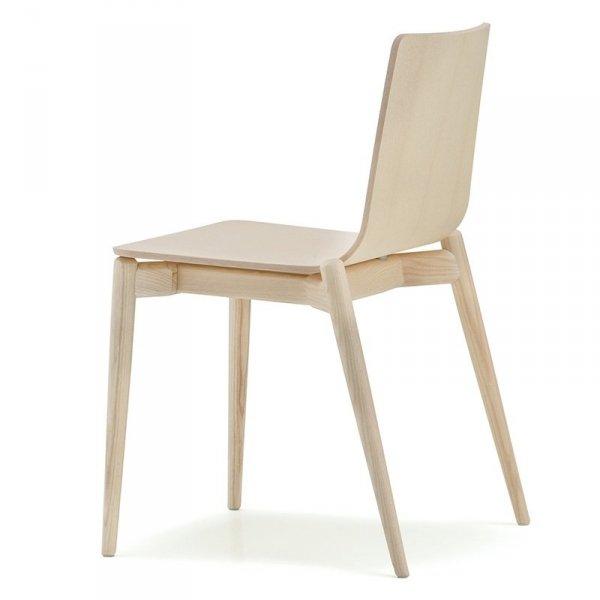 Stylowe krzesła do wnętrz w stylu skandynawskim