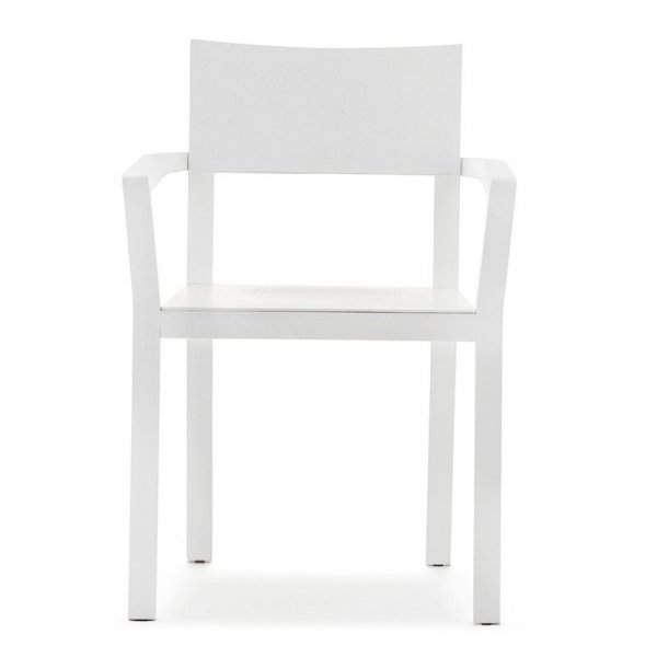 Krzesło wykonane jest z drewna dębowego, dzięki czemu jest bardzo wytrzymałe.