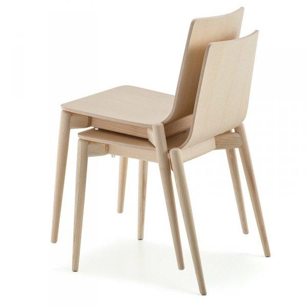 Krzesła Malmp 390 Pedrali można sztaplować