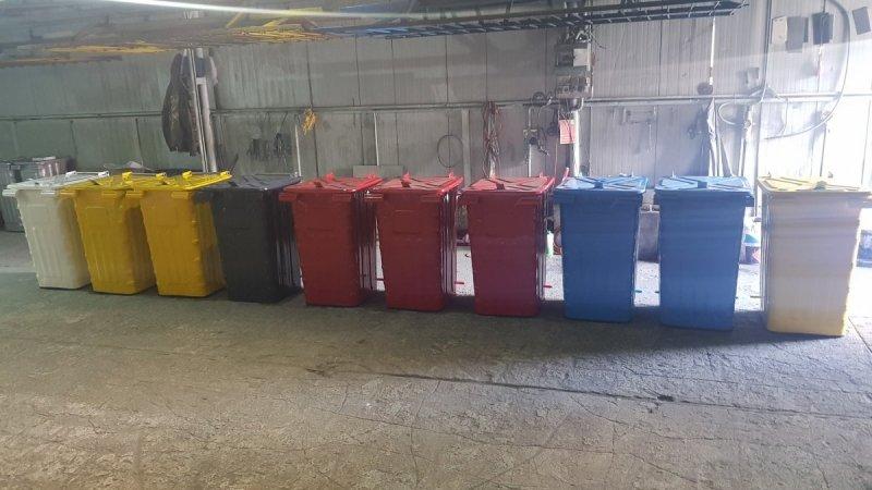 Metalowy pojemnik na odpady120l