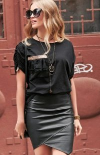 Czarna bluzka z bufkami Numinou NU264