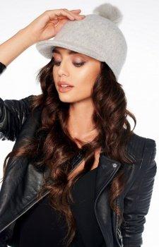 Wełniana czapka z daszkiem i pomponem szara LGK100